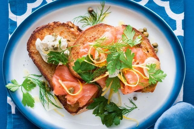 healthy meal prep - smoked salmon toast