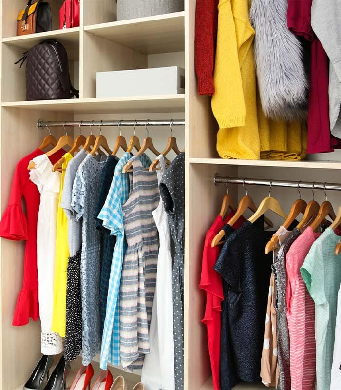small closet organization ideas - use matching hangers