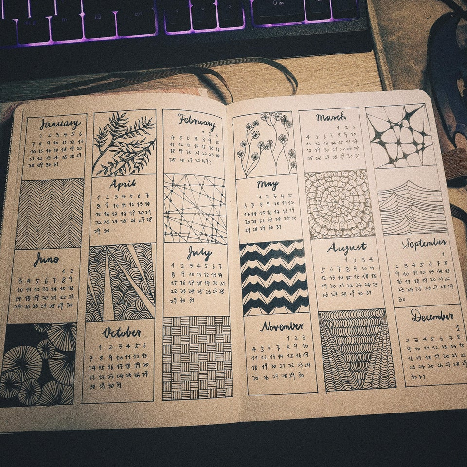 calendar for bullet journal - Doodles and patterns yearly spread